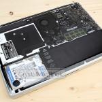 MacBook Pro も透けてます