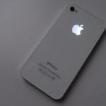 イヤーフォンジャックも光る iPhone 4S