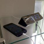 USBポートが付いた便利なLED電波置時計