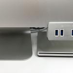 Satechiの4ポートUSBハブを取り付けたiMac