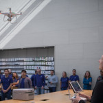 DJI Phantom 4、Apple Storeでデモ飛行