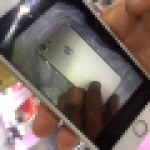 大きなカメラレンズ用のホールがある iPhone 7 用ケース