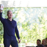Apple、10億台の iPhone 販売を発表