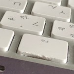 Magic Keyboardのキートップが劣化割れ