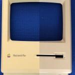 Macintosh Plus ベージュモデルが新品の輝きに‥